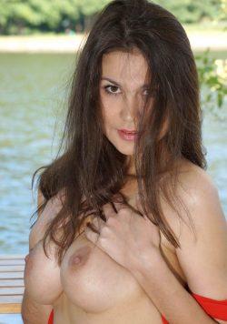 Знойная и сексуальная молодая девушка станет настоящей находкой для изысканного мужчины!