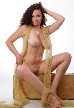 Стройная брюнетка из Улан-удэ, познакомлюсь на одну ночь с мужчиной для секса